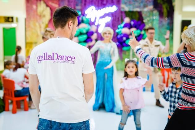 Vremena Goda And Instyle Magazine Held A Cheerful Celebration For Children And Their Parents With Dances And Sweets